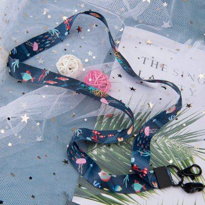 Cordón para el cuello con dibujos del mar